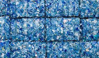 Les plastiques contiennent plus de produits chimiques potentiellement dangereux qu'on ne le pensait. Cela affecte également les processus et les matériaux de recyclage. (Image: shaunl /iStock)
