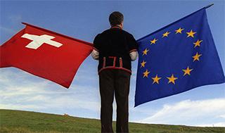 Quel drapeau sera hissé ? (Image : Keystone/SDA)