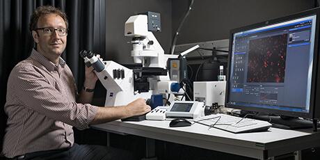 Le professeur de l'ETH Zurich Nicola Aceto est récompensé par le Prix scientifique suisse Latsis 2021. (Image : Daniel Rihs)
