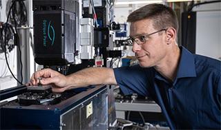Christian Schlepütz at the Tomcat beamline of the Swiss Light Source SLS, where a team of scientists have developed a 3D imaging method capable of recording 1,000 tomograms per second. (Photo: Paul Scherrer Institute/Mahir Dzambegovic)