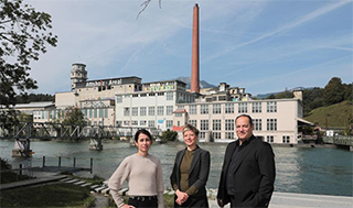 The authors at Luterbach-Attisholz (SO), a Swiss site presented in their book. © A. Herzog/EPFL