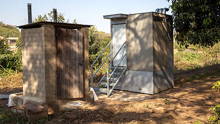 Field testing of the Blue Diversion Autarky toilet next to an existing dry toilet with urine separation (left) in a garden in Durban, South Africa. (Photo: Autarky, Eawag)