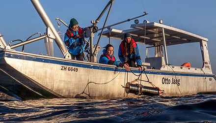 Female researchers on a boat. (Photo: Jonas Steiner)