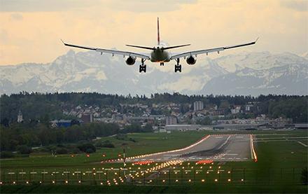 L'Empa et le PSI travaillent ensemble sur le carburant synthétique pour l'aviation. (Photo : Pascal Meier / Unsplash)
