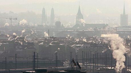 Les impacts du changement climatique sont très tangibles en Suisse également. D'un point de vue scientifique, l'urgence du problème du CO2 justifie une action décisive. Sur la photo, Zurich. (Image : Keystone)