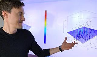 """Spécialiste des données : Thijs Defraeye, du laboratoire """"Membranes et textiles biomimétiques"""" de l'Empa à Saint-Gall, crée des jumeaux numériques à partir de modèles mathématiques complexes. (Image: Empa)"""